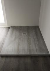 Piatto doccia Woody Décapé effetto legno su misura filo pavimento